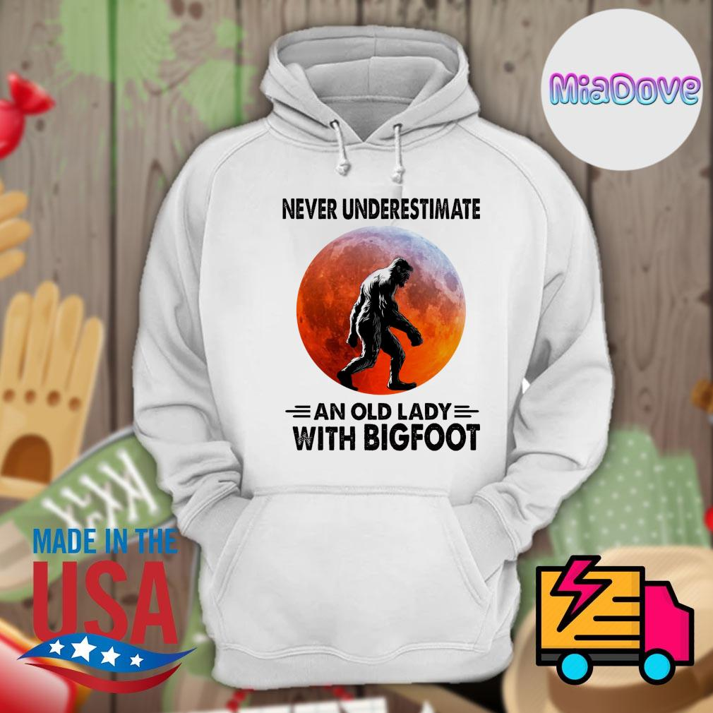 Never underestimate and old lady with Bigfoot sunset 2020 s Hoodie